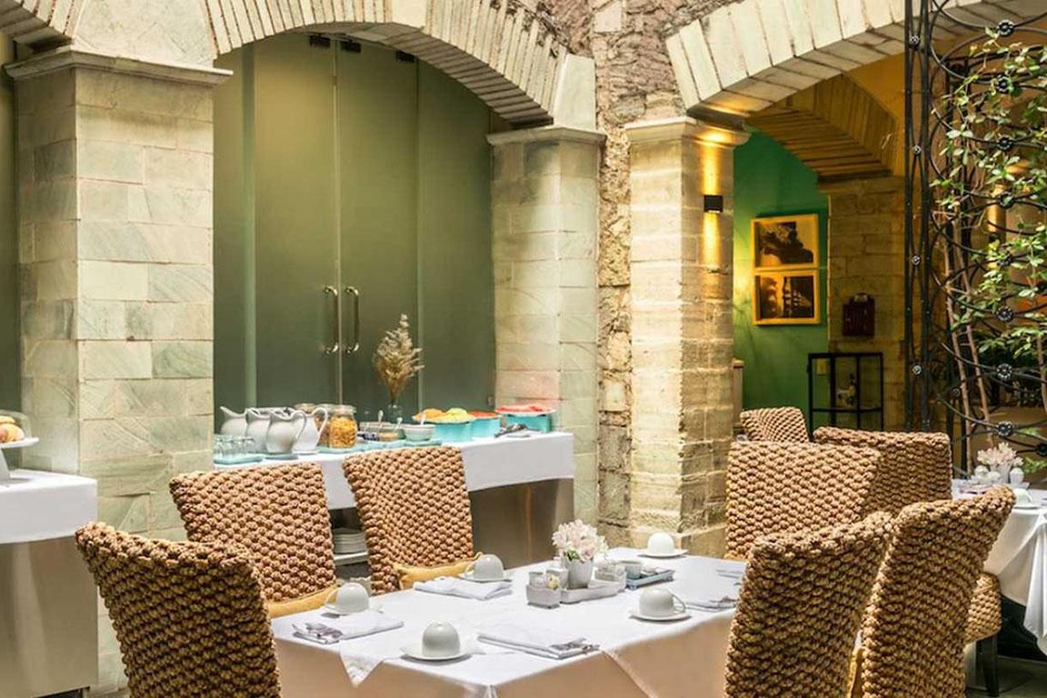RESTAURANTE HOTEL<br/> BOUTIQUE EDELMIRA